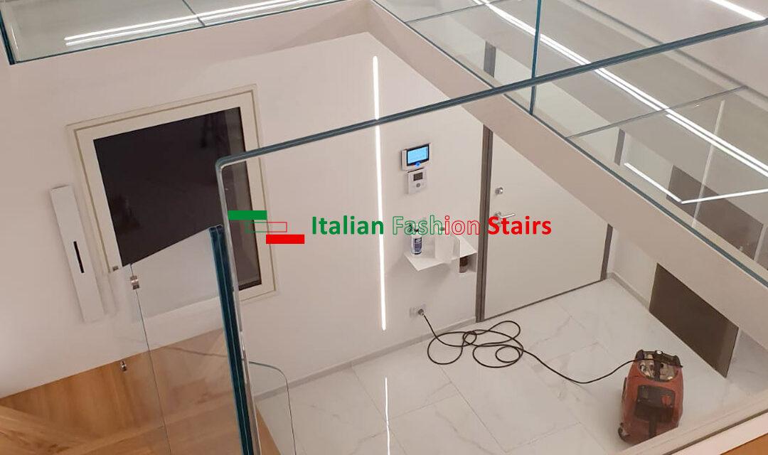 https://www.scaleitalianfashionstairs.it/wp-content/uploads/2021/01/Balaustra-T-E-Glass-e-Soppalco-TMT-PVE-1-1080x640.jpg